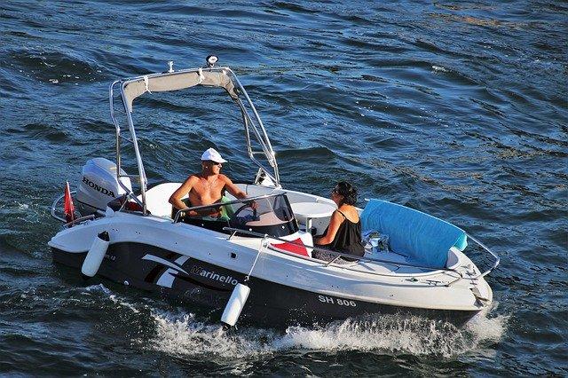 člun na moři.jpg
